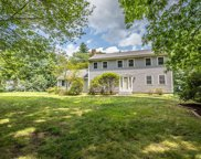 61 Quincy Dr, Bedford image