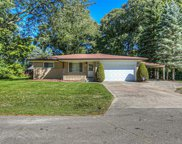 46672 Glastonbury Dr, Shelby Twp image