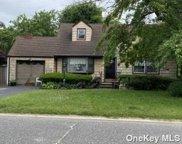 380 Albany  Avenue, Lindenhurst image