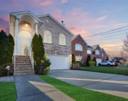 330 Cresthaven  Lane, Whitestone image