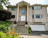 10 Crest Hollow Ct, Farmingdale image