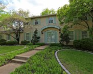 1811 Cayman, Chesterfield image