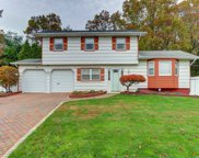 14 Stonington Cir, Wheatley Heights image