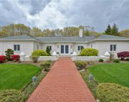 8 Rollingwood  Drive, Lincoln image