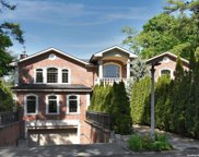 25 Walters  Place, Great Neck image