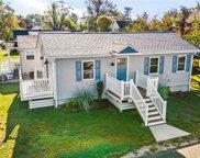 152 W Pacific, Villas image