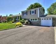 18 Frost  Lane, Greenlawn image