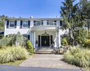 80 Chestnut Ridge Road, Saddle River image