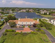 152 The Helm, East Islip image