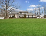 18-20 Gamay Ct, Commack image