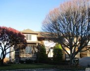 414 Fox Hill  Drive, Calverton image