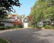 100 Woodhollow Ct, Muttontown image