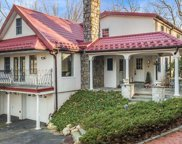 33 Tennis Court Rd, Cove Neck image
