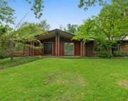 747 Country Manor, Creve Coeur image