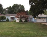 8355 Speedway Dr, Shelby Twp image