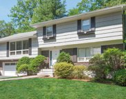 5 Barclay  Road, Scarsdale image