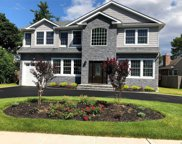 29 Cambria Rd, Syosset image