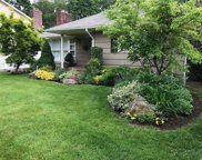 71 Meadowbrook Rd, Syosset image