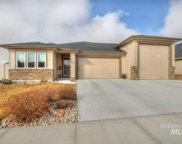 983 Mira Way, Star image