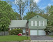 21 Hitching Post Ln, Glen Cove image