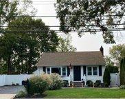 7 Clarendon  St, Dix Hills image