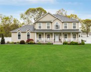 6 Southern Way, Holtsville image