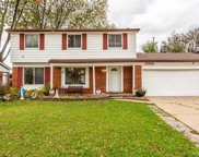 33121 Crestwell Dr, Sterling Heights image