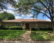 7729 La Verdura Drive, Dallas image