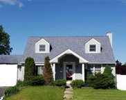 174 Wickshire Dr, East Meadow image