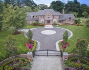 8 Clover Ct, Muttontown image