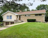 16960 Beverly Dr, Brookfield image