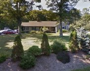 124 Clay Pitts Rd, Greenlawn image