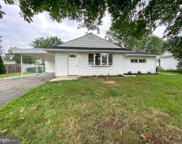 45 Teaberry Ln, Levittown image