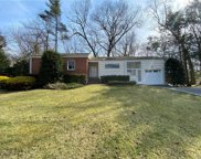 83 Wood Hollow  Lane, New Rochelle image