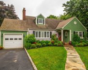 327 Windsor Ave, Brightwaters image