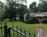 228 Lakeview Circle, Elm Grove image