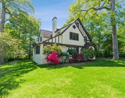 8 Barclay  Road, Scarsdale image