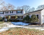 200 Hunters Dr, Muttontown image