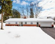 15905 Sky Cliff Dr, Brookfield image
