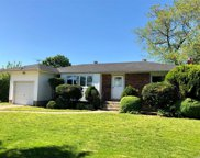 388 Plainview Rd, Hicksville image