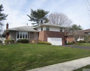 11 Glenwood Dr, Plainview image