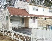 27 Collector Ln, Levittown image