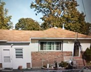 379 Chambers Ave, East Meadow image