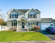 37 S Woodbine Dr, Hicksville image