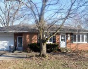 404 S East, Manito image