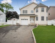592 Tabor Pl, East Meadow image