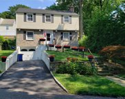 10 Fairway  Drive, Eastchester image