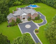 9 Windsor Dr, Muttontown image