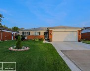 33038 Crestwell Dr, Sterling Heights image