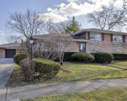341 Michael Manor, Glenview image